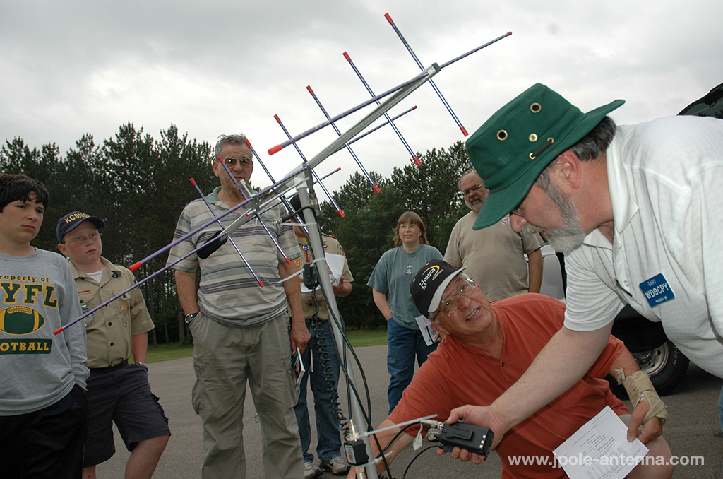 Satellite-Antenna-demonstration-scouts