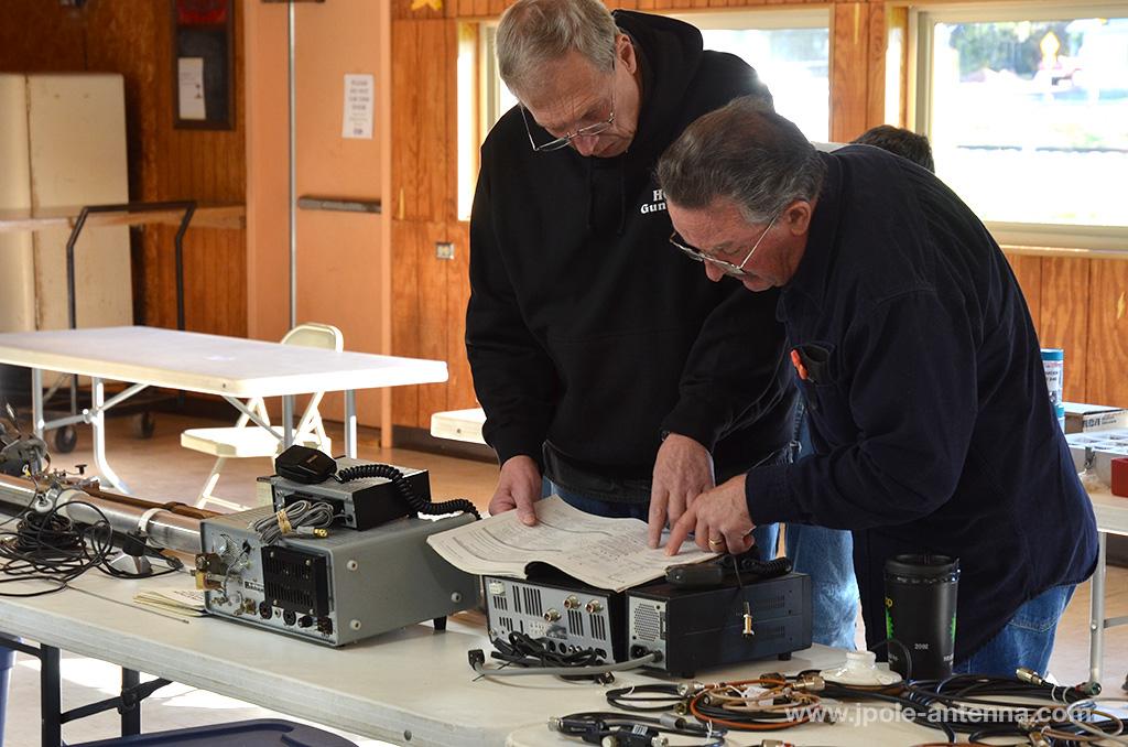 hamfest-shopping-tips-inspect-radio